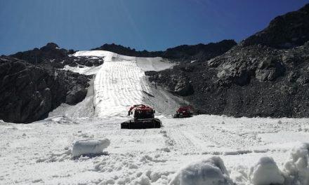 Il ghiacciaio Presena si toglie la coperta, pronto per le prime nevicate